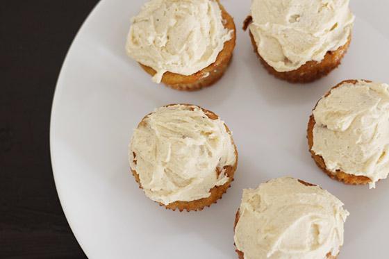 Recipe: Banana Cupcakes with Honey-Cinnamon Frosting ...