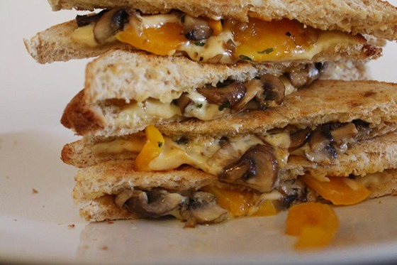grilled-cheese-sandwich-with--mushroom-and-capsicum-2
